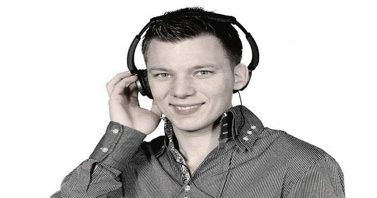 """<img src=""""Présentation-DJ-Benjy.jpg"""" alt=""""Présentation DJ Benjy"""" />"""